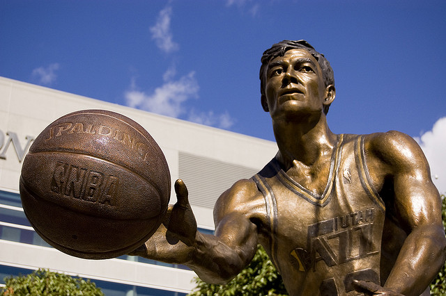 ジョン・ストックトン像