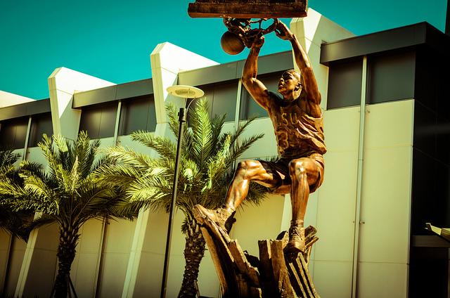 シャキール・オニール像