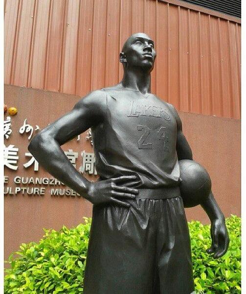 コービー・ブライアント像 中国