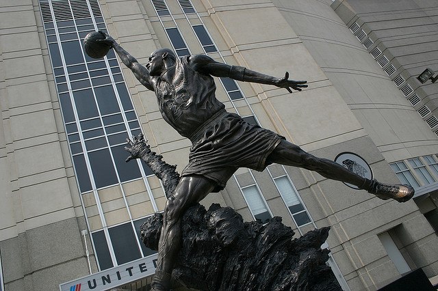 マイケル・ジョーダン像