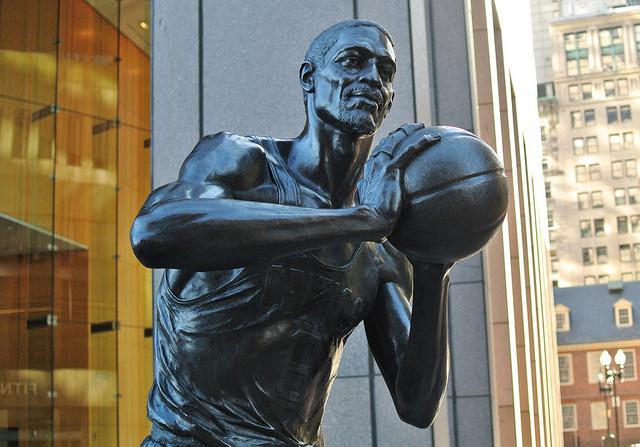 ビル・ラッセル像