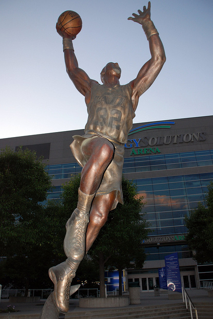 カール・マローン像