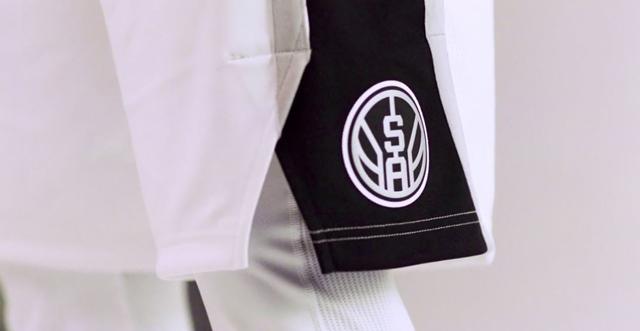 スパーズ 新ユニフォーム ロゴ